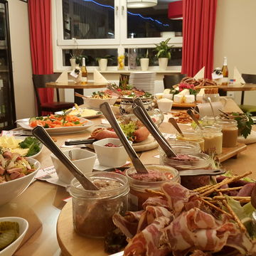 Brotzeit-Buffet - echt bierig
